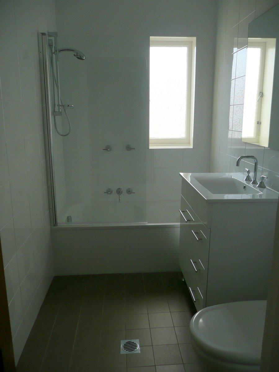 Artarmon rental after bathroom P1010052